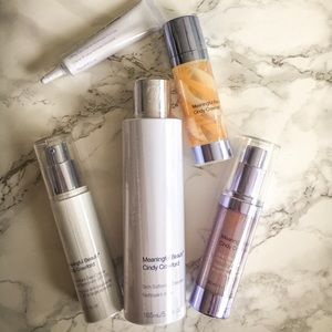 Cindy Crawford Meaningful Beauty Ultra Collection